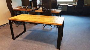 biurko z blatem dębowym
