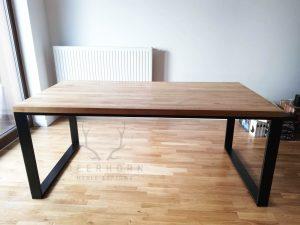 stół z drewnianym blatem na 6 osób