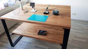 stół zdrewna dopracowni
