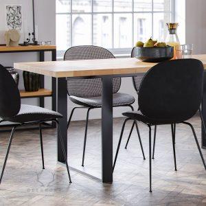 stół z dostawami