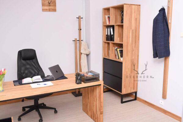 biurko z drewnianą nogą