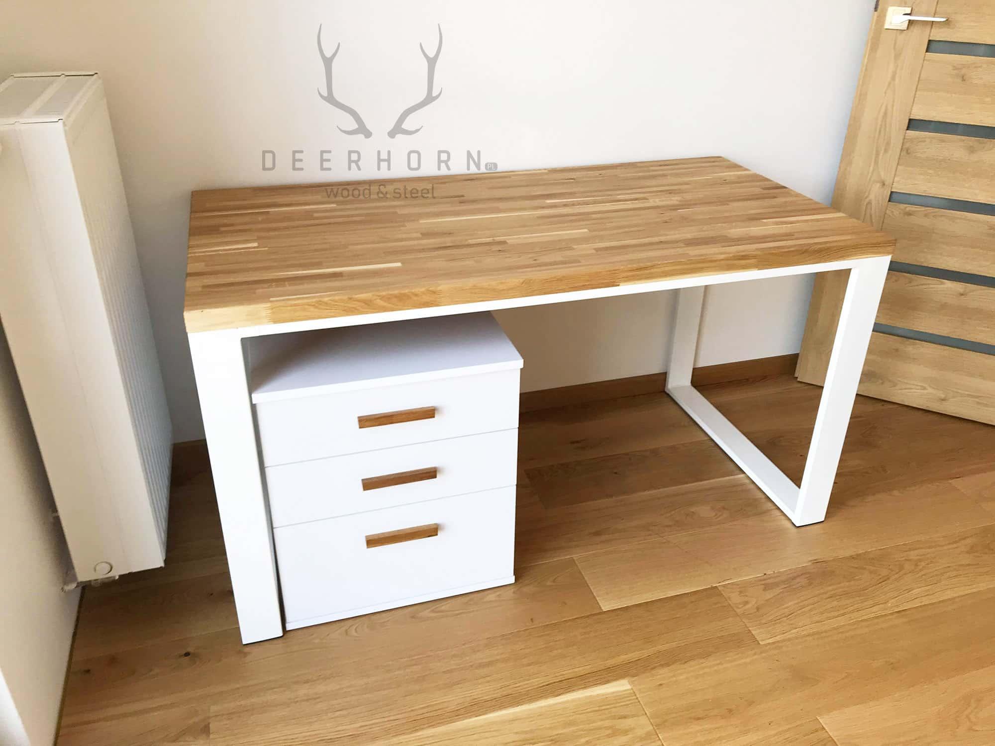 Białe biurko z drewnianym blatem 12x12cm z kontenerkiem z szufladami