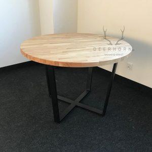 okrągły stół z drewnianymi blatami