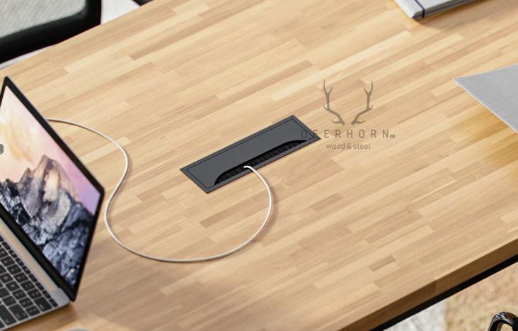 biurko z otworem na kable w blacie
