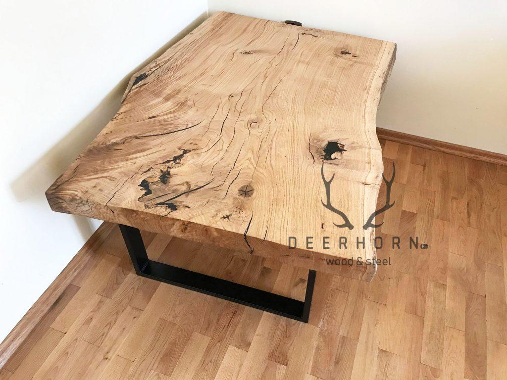 stolik zjednego kawałka drewna