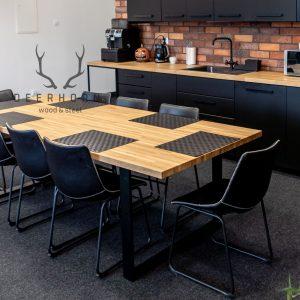 stół z drewnianym blatem na 8 osób