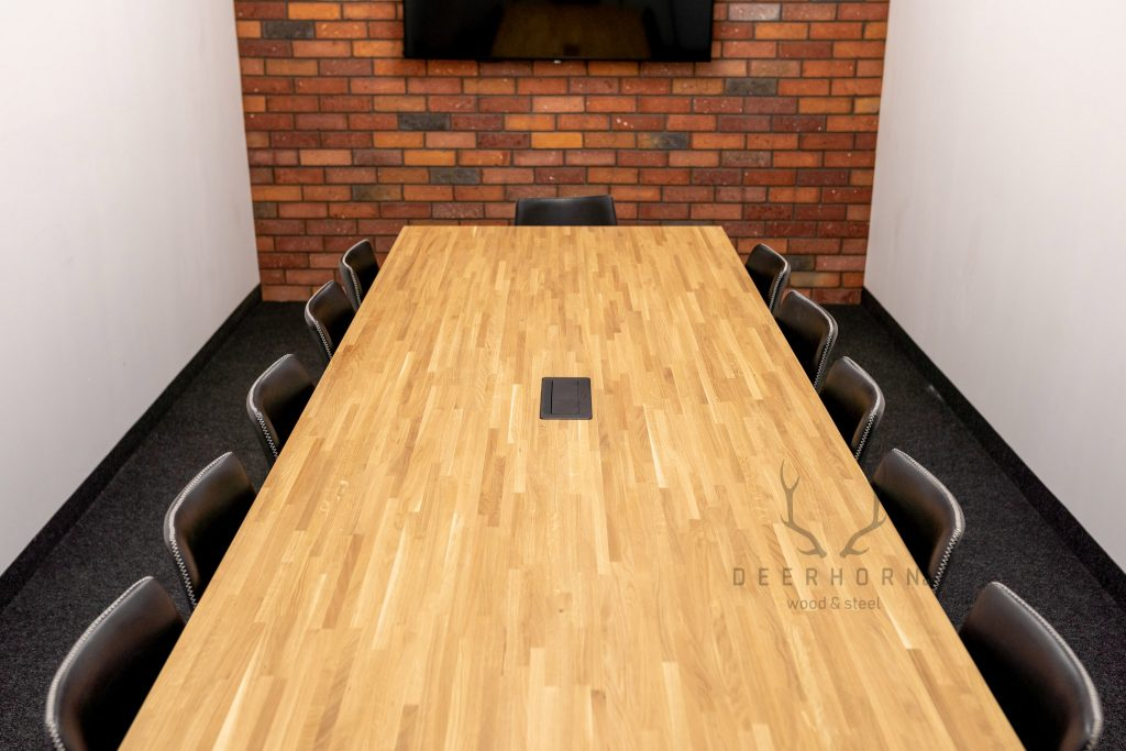 duży stół konferencyjny