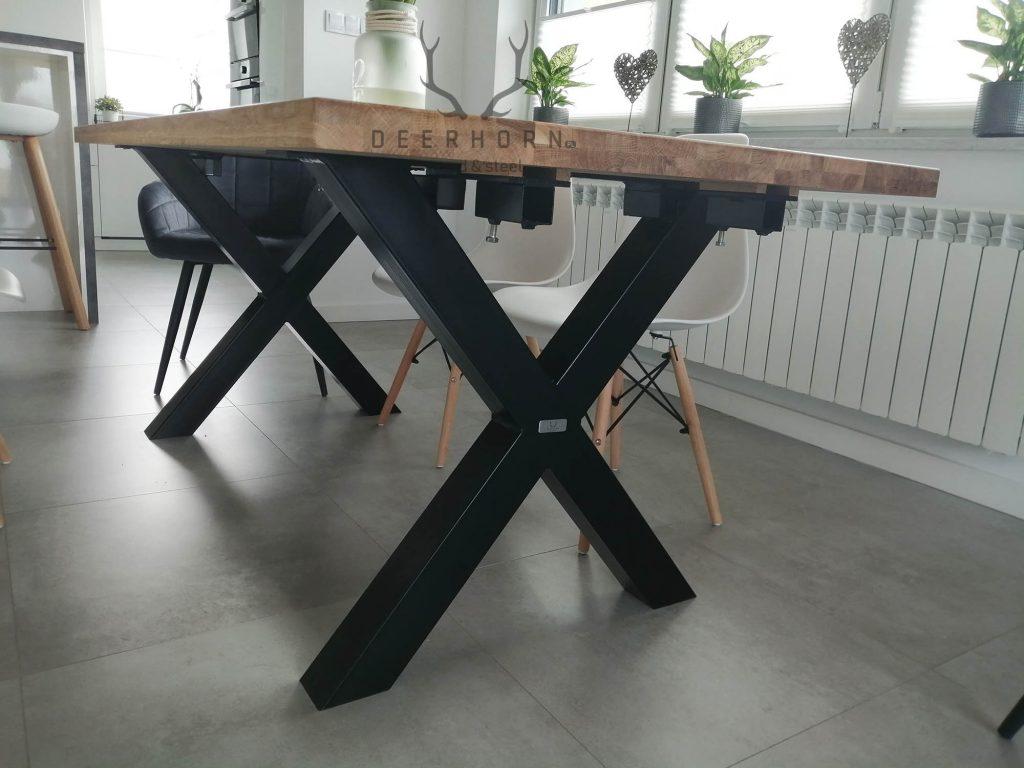stół zdostawkami