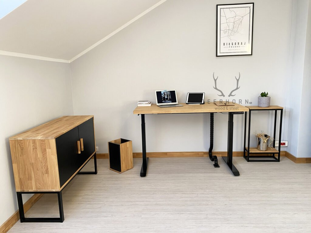 biurka zdrewnianymi blatami