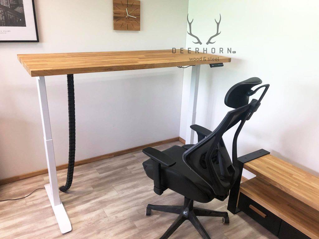 biurko zdębowym blatem