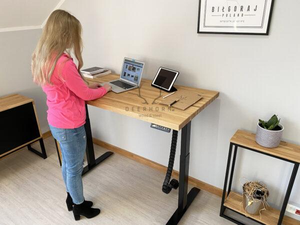 biurko z regulacją wysokości blatu