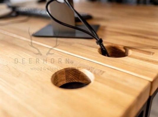 otwór w blacie drewnianym