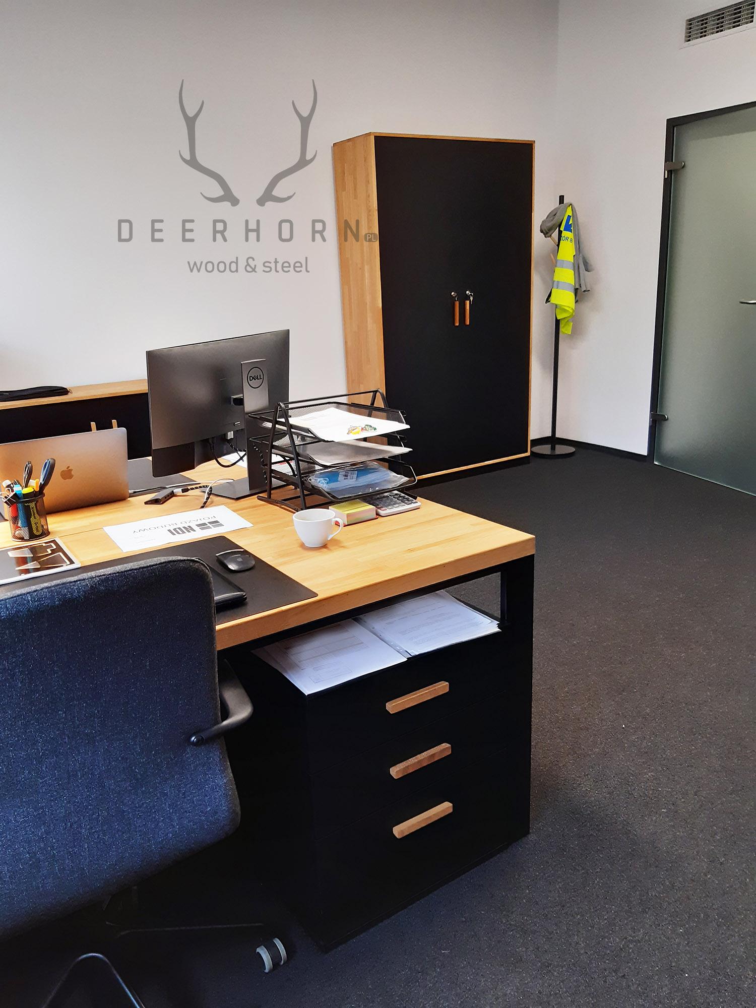 biurka i szafy w stylu loftowym