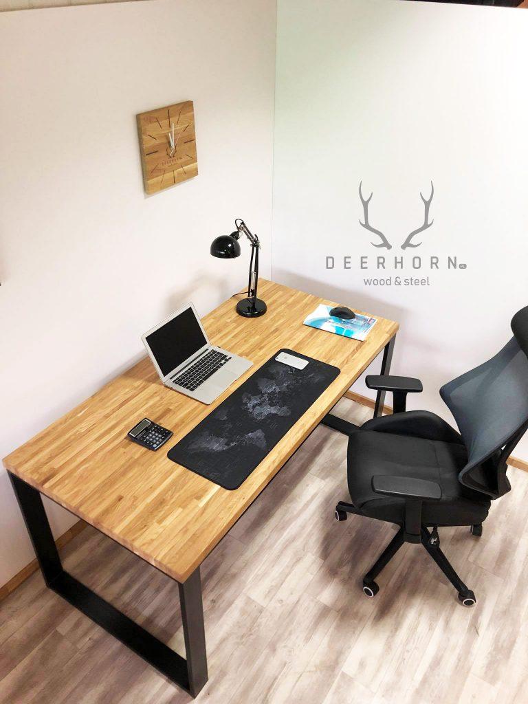 modne biurko zdrewnianym blatem