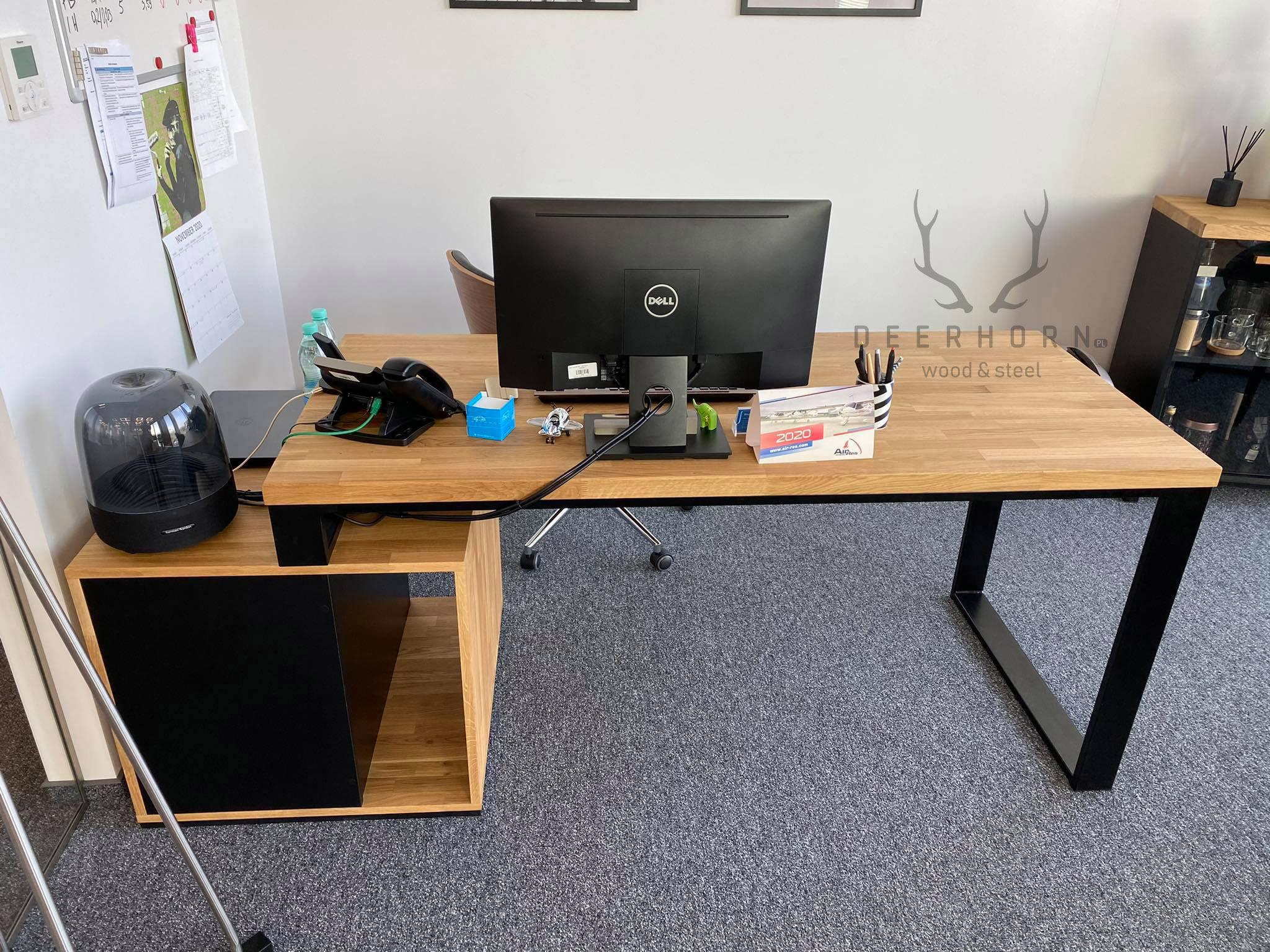 biurko zdrewnianym dębowym blatem