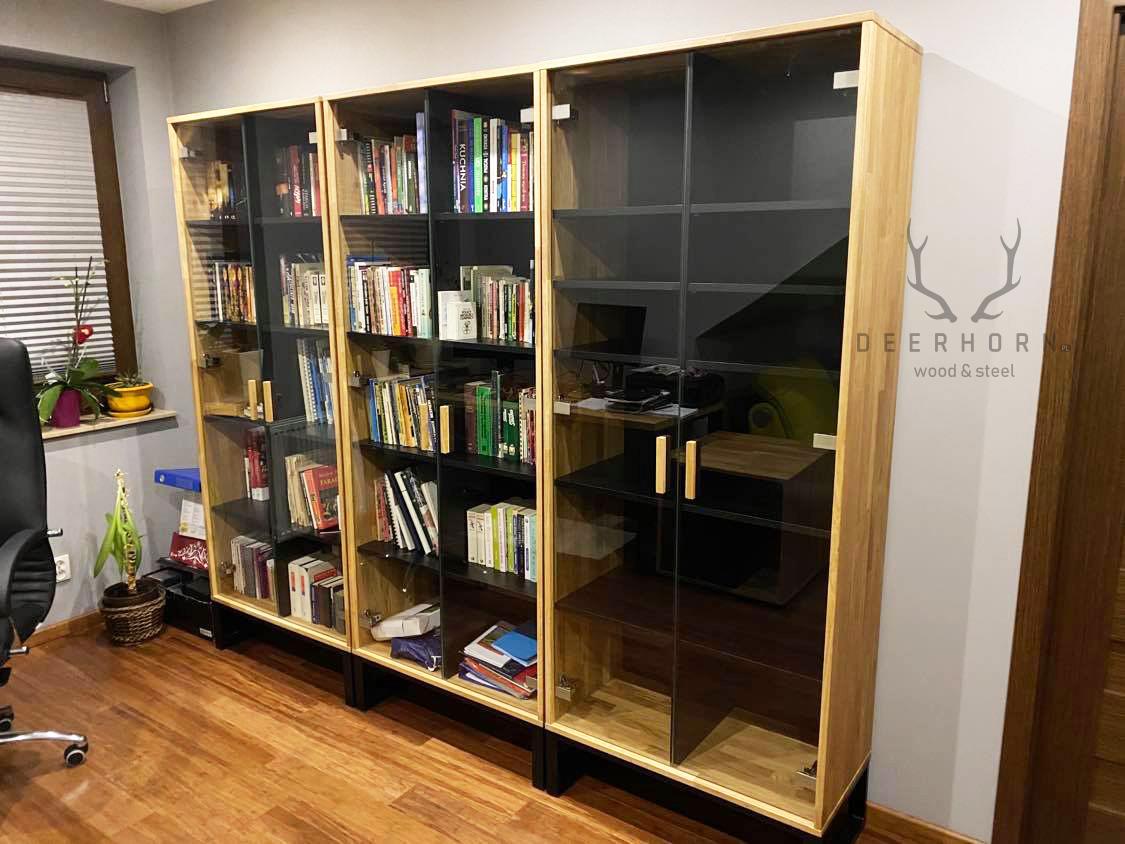 witryna szklana na książki i segregatory