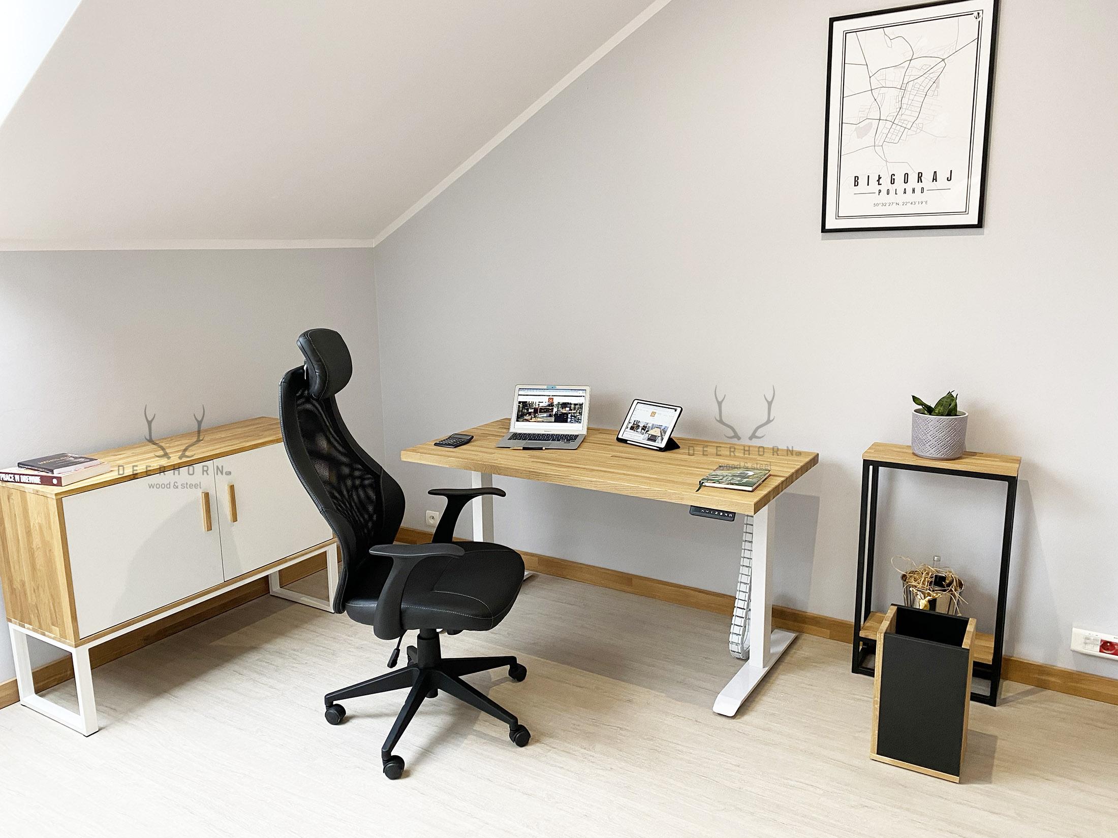 biały zestaw mebli do biura i gabietu