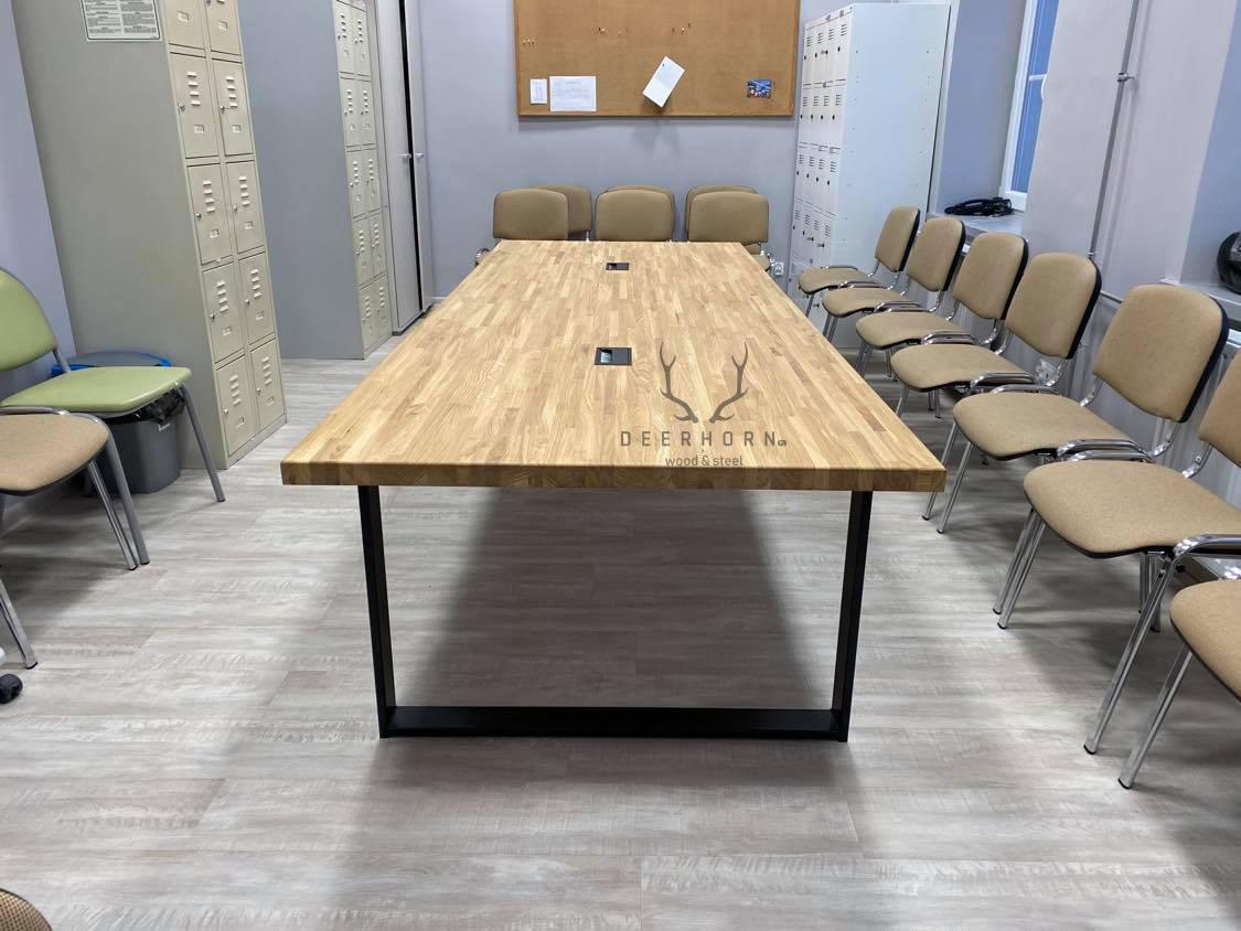 solidny stół konferencyjny