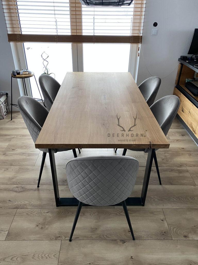stół z drewna i metalu