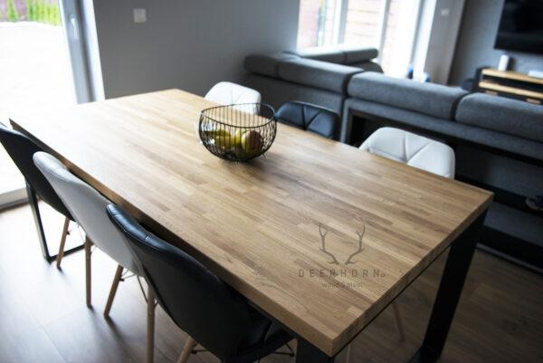 stoł loftowy z drewnianym blatem
