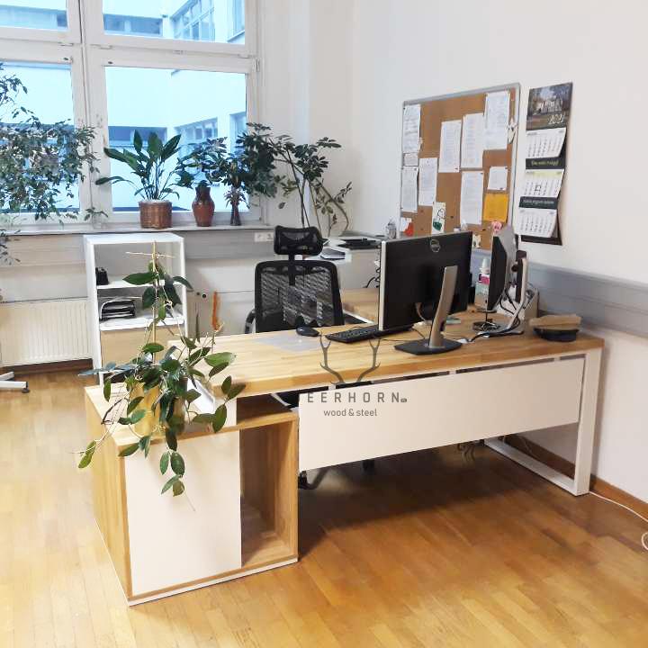 białe biurko narożne