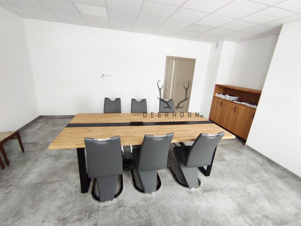 stół konferencyjny zdrewnianym blatem loft