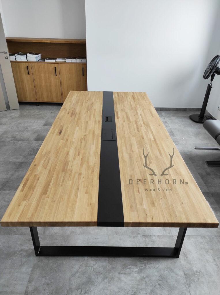 stół zgniazdami wblacie