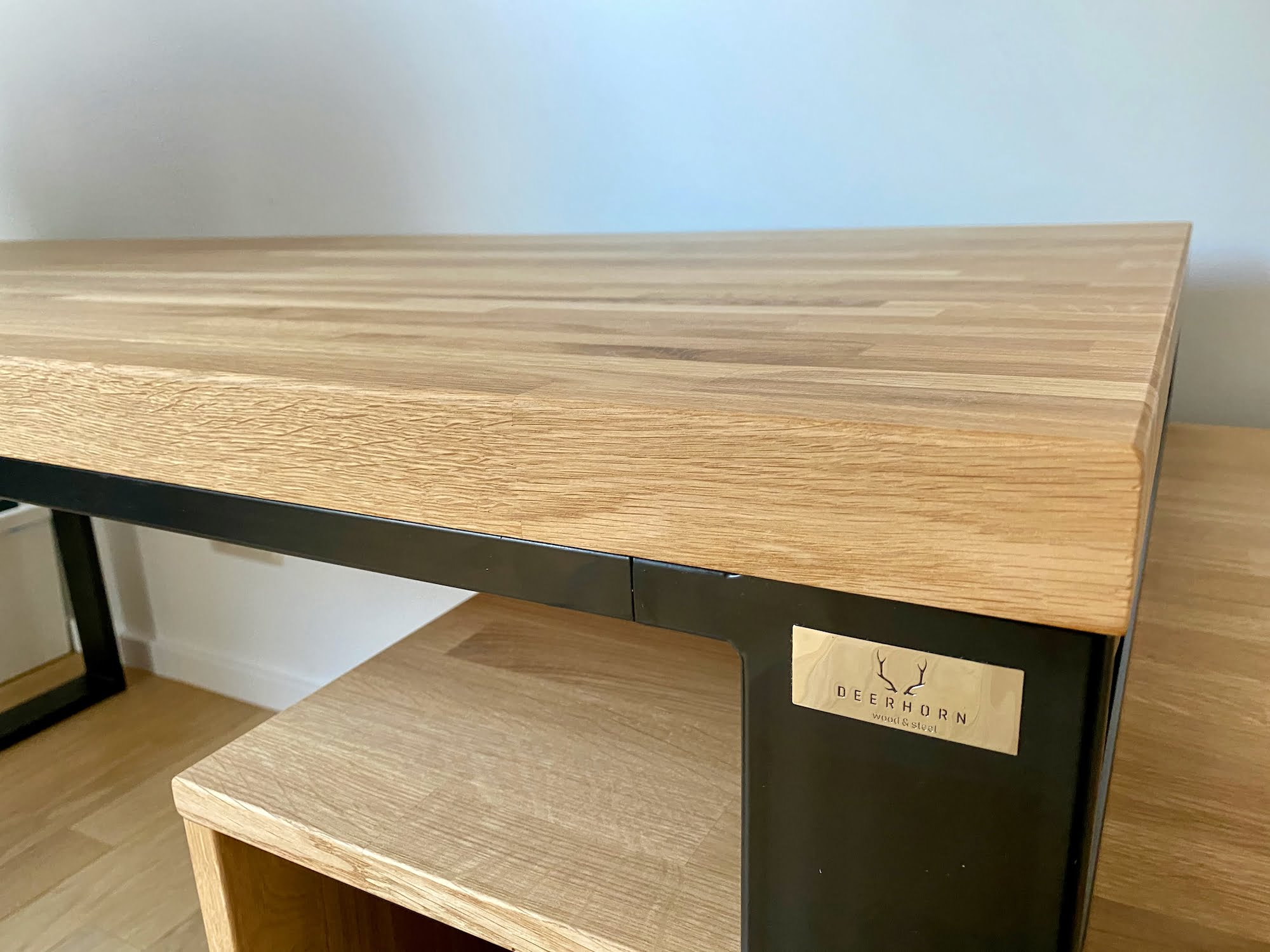 biurko zdrewna imetalu