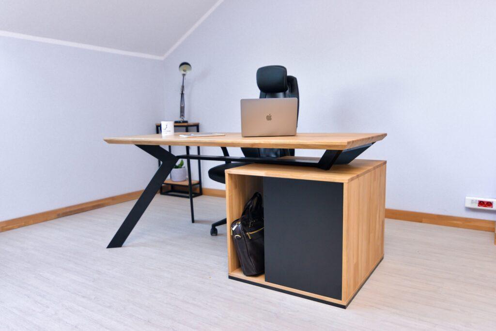 drewniane biurko loft