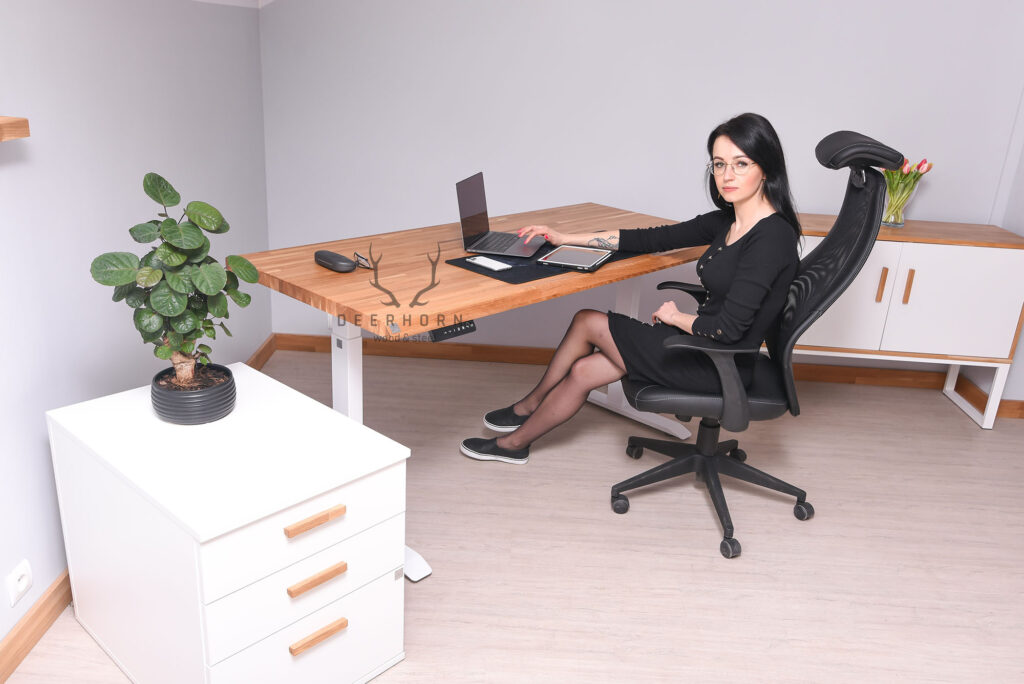 kobiece, białe biurko