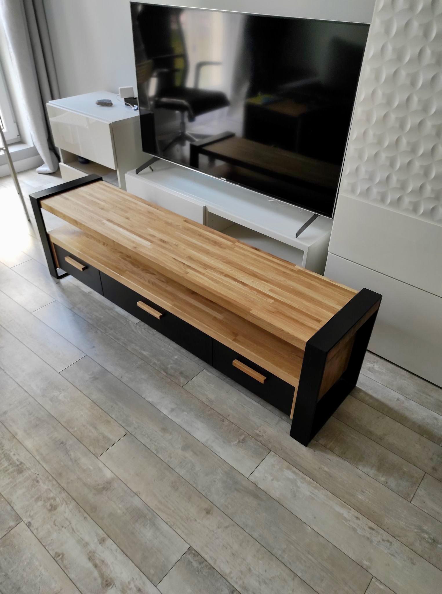 szafka rtv z drewna i metalu