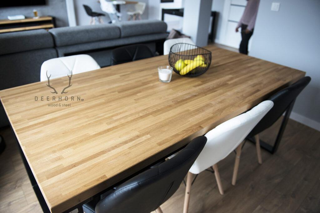 stół zdrewna imetalu