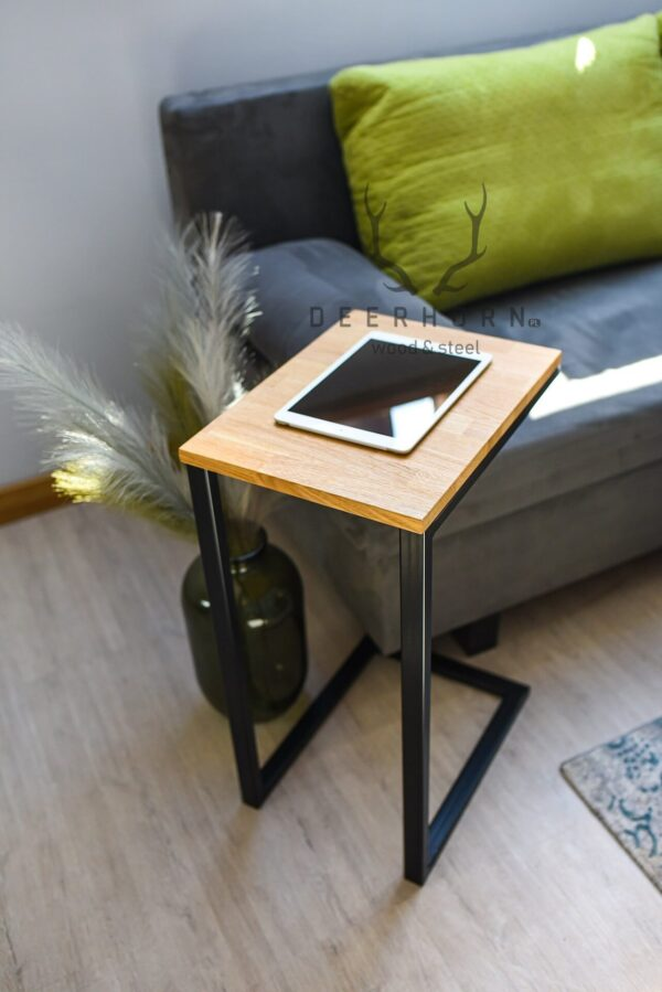stolik z drewna i metalu