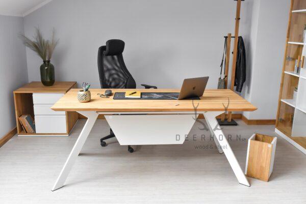biurko w kolorze białym