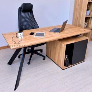 małe biurko gabinetowe