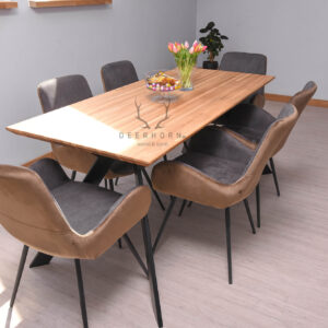 modny stół z drewnianym blatem
