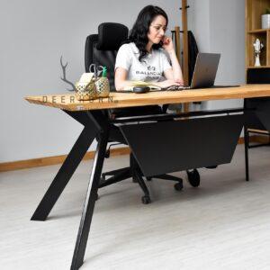 nowoczesne biurko z drewna i metalu