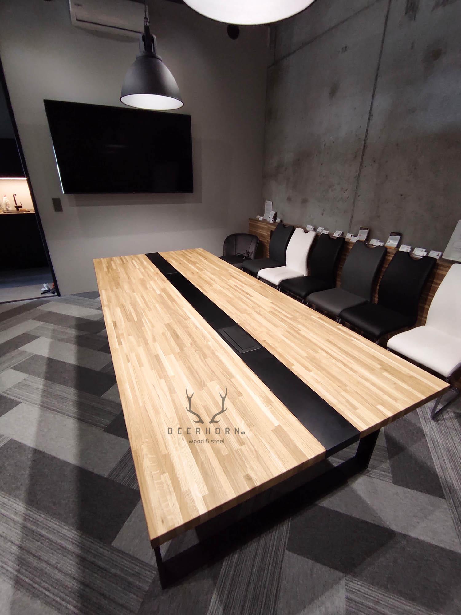stół konferencyjny z drewna i metalu