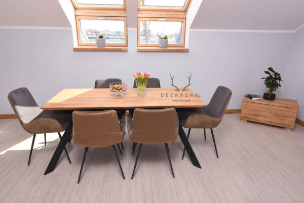 stół loftów z drewnianym blatem