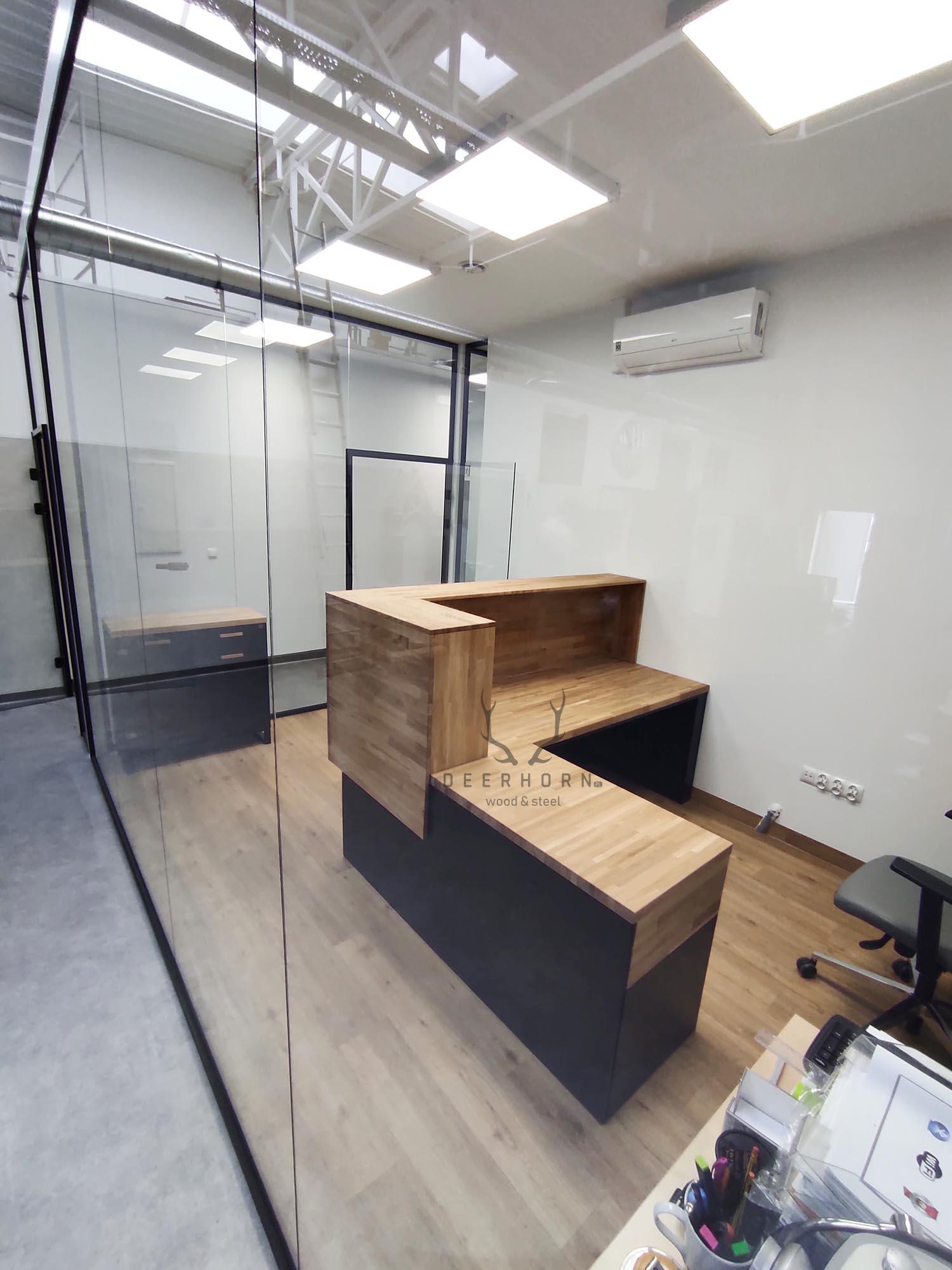 loftowe biurko recepcyjne