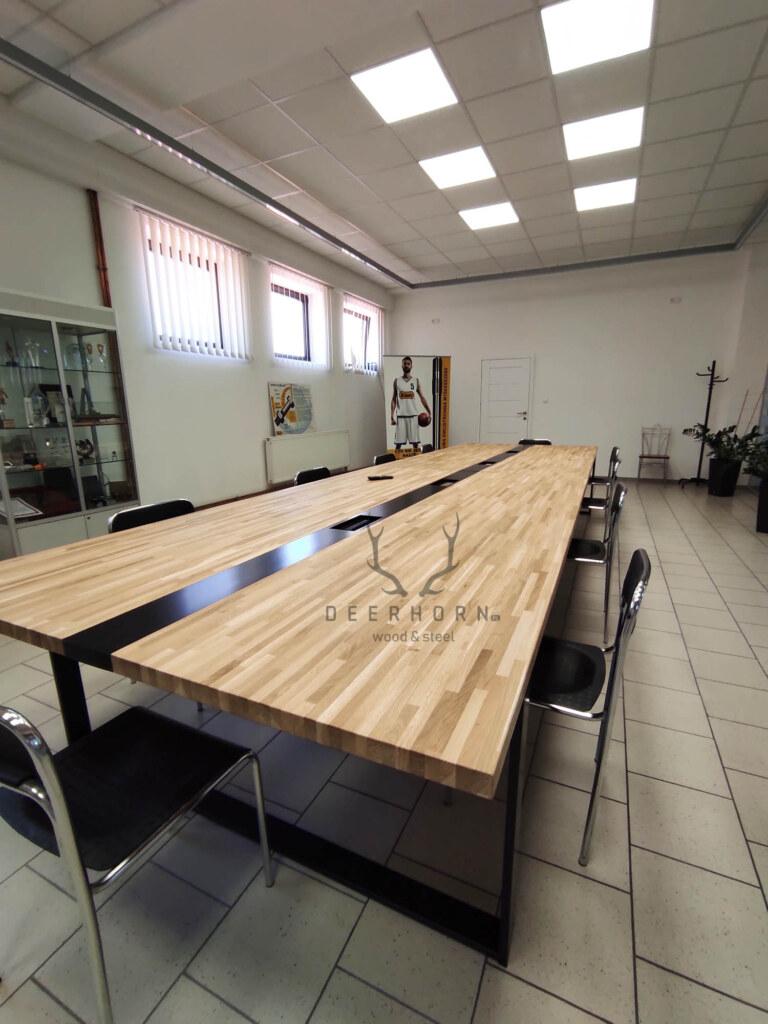 loftowy stół dosali konferencyjnej