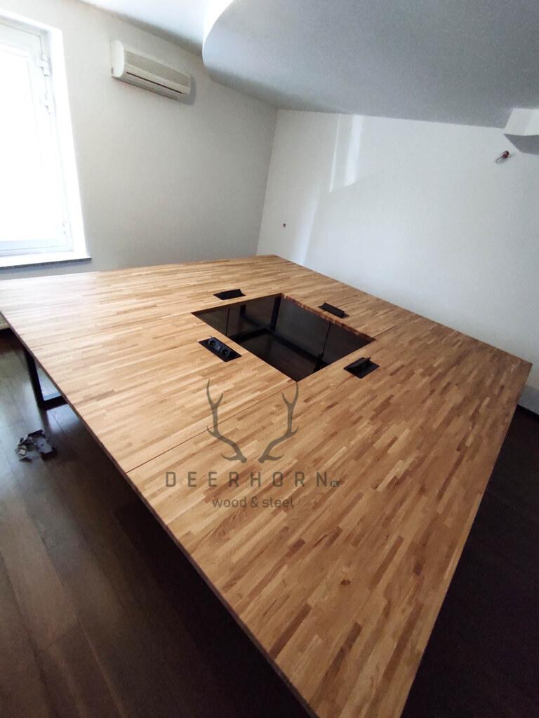 stół wukładzie kwadratowym