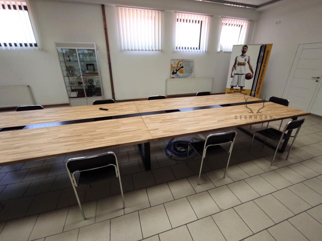 stół konferencyjny zmetalu idrewna