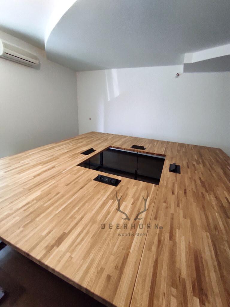 stół zdrewnianym blatem dosali konferencyjnej