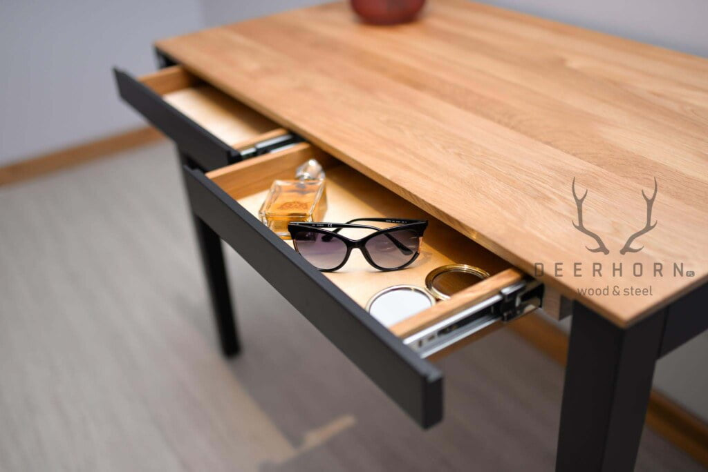 biurko drewniane z szufladami