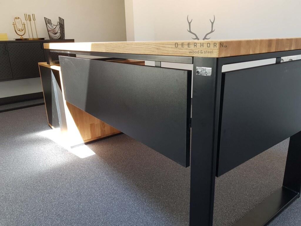 biurko zdrewnianym blatem loft