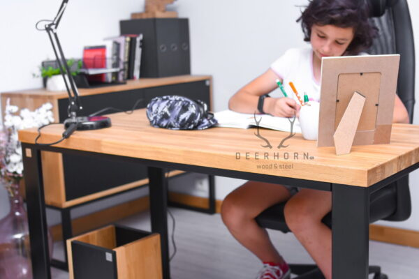 biurko dla nastolatka