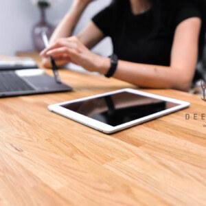biurko zdrewnianym blatem Deerhorn