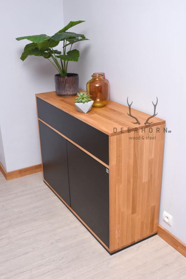 komoda z elementami drewna