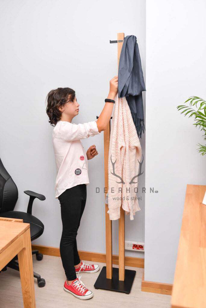 wolnostojący wieszak na ubrania